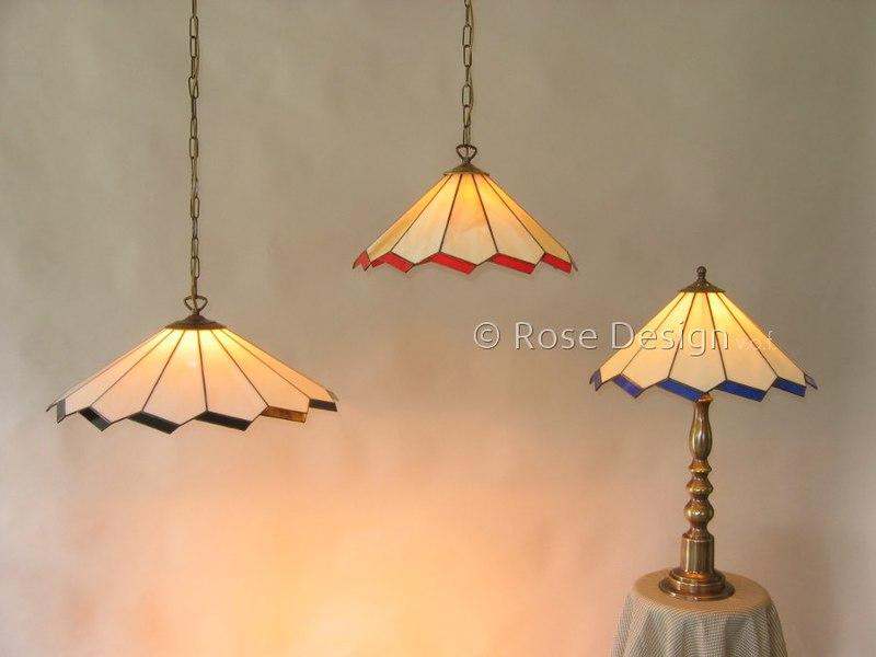 De Acanthus-38 & 50-cm Tiffany hanglampen van Rose design zijn met een ketting ophanging uitgevoerd.