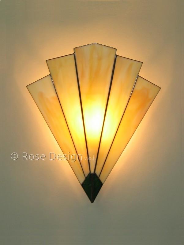 Arrow, een Rose design Tiffany wand lamp.