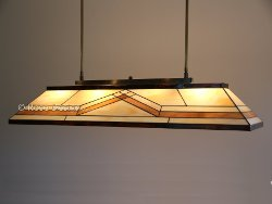Diamond, een lange Rose Design Tiffany hanglamp zeer geschikt voor boven een lange tafel..