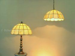 Globe, een Rose design Tiffany lamp die als hang of tafellamp gebruikt kan worden.