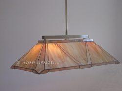 Largo, een langwerpige Rose Design Tiffany hanglamp.