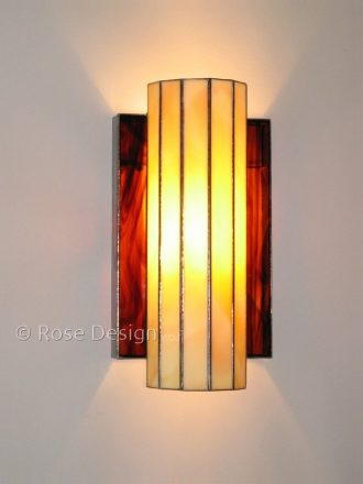 Omega, een Rose design Tiffany wand lamp.