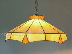 Rococo een 51 cm. diameter Tiffany hanglamp van Rose design met een ketting ophanging.