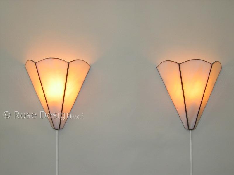 Schelp, een Rose design Tiffany wandlamp.