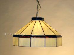 Traditioneel, een 40 cm. diameter Tiffany hanglamp van Rose design.