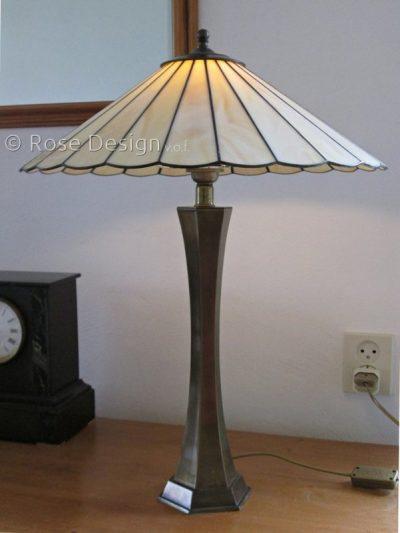 Waaier 45, een Rose design Tiffany tafellamp.