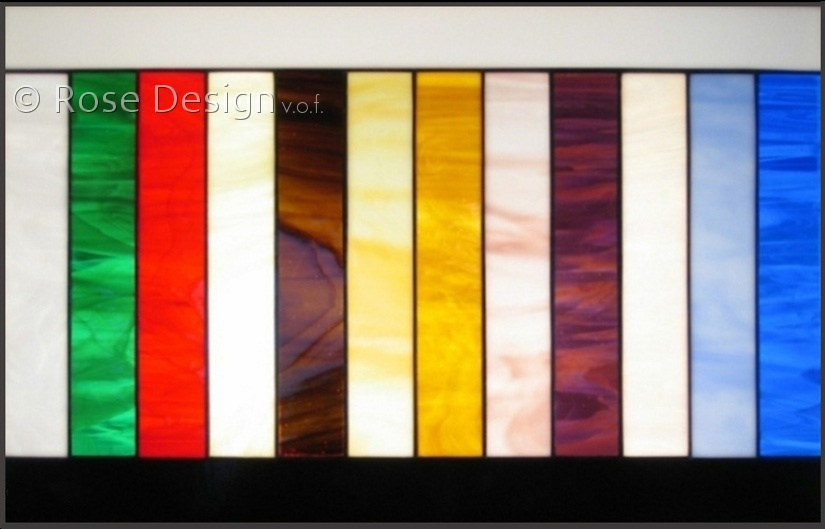 Rose design standard kleuren belicht.